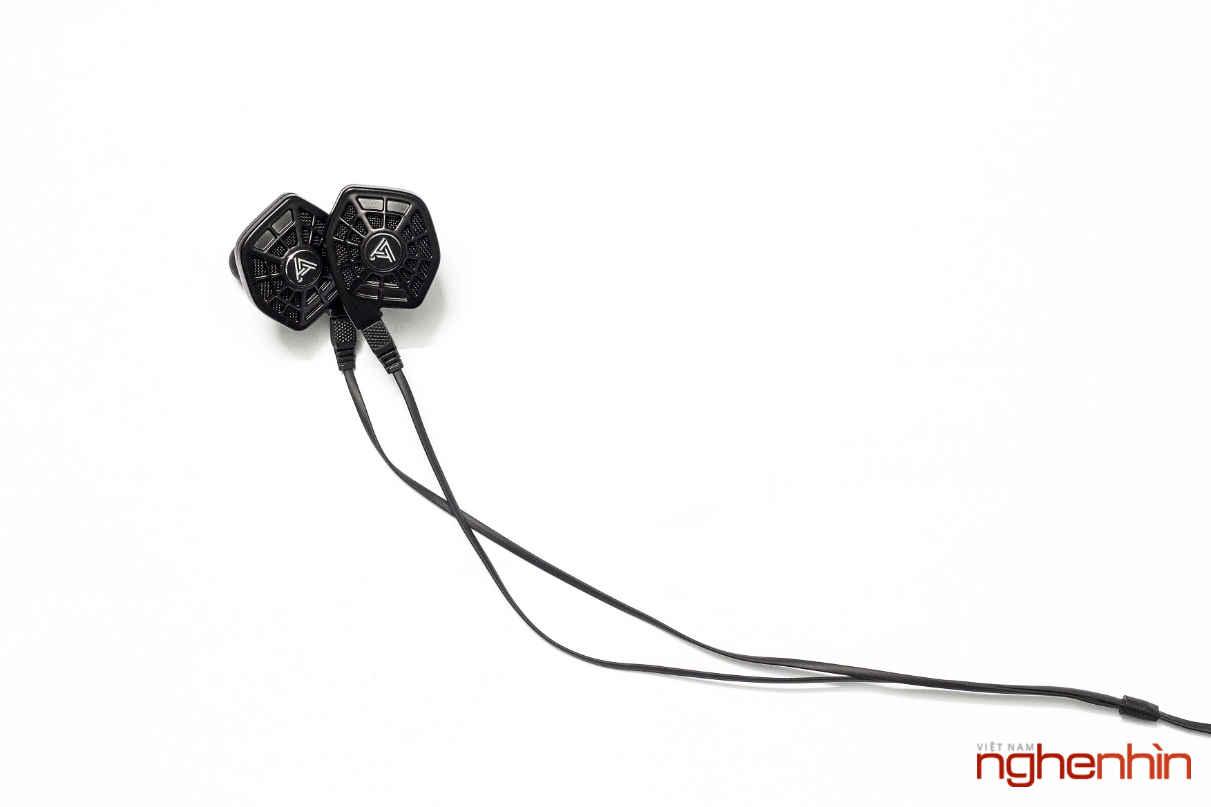 Mở hộp cặp tai nghe từ phẳng in-ear Audeze iSine 10